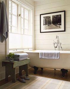 Dream of bubbles and porcelain bathtubs...