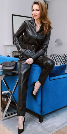 Leather Overalls, Leather Pants Outfit, Leather Jumpsuit, Leather Skirt, Leather Catsuit, Leder Outfits, Sexy Latex, Sexy Older Women, Leather Fashion