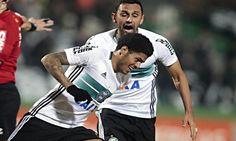 Destaque e vice-artilheiro do Coritiba com 12 gols, o atacante Leandro dificilmente ficará no Coxa para a próxima temporada.