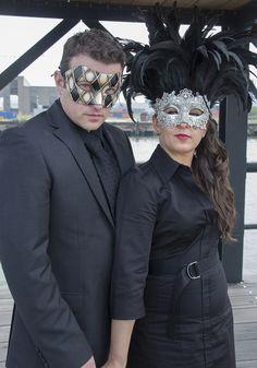 Venetiaanse maskers, voor een vleugje mystiek #accessoiresweddingpictures Halloween Face Makeup, Sunglasses, Fashion, Accessories, Moda, Fashion Styles, Sunnies, Shades, Fashion Illustrations
