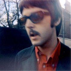 Beatles Candids And Polaroids: Photo Paul Mccartney, Beatles Photos, The Beatles, Beatles Funny, Paul Is Dead, Beatles Sgt Pepper, Bug Boy, Sir Paul, The Fab Four