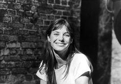 不安なときも笑顔を忘れないで。ジェーン・バーキンの笑顔のための7つの言葉