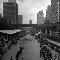 Desfile de Carnaval no Vale do Anhangabaú em 1970.