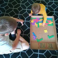 Tetris géant en carton | Oui Are Makers | Partageons notre créativité Kids Sports Crafts, Sports Activities For Kids, Games For Kids, Diy For Kids, Fun Activities, Kids Crafts, Video Game Cakes, Video Game Rooms, Kids Board