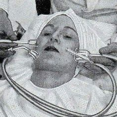 Do you already know this one?  This vacuum pump made sucking movements on your skin. The suction machine would ensure a smooth skin, without impurities. . (The 30's.) . .📸: London Media
