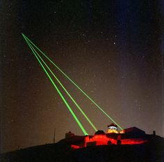 Starfire_Optical_Range_-_three_lasers_into_space.jpg (3050×3000)