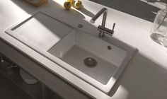 Entretenir l'évier de sa cuisine : Comment nettoyer un évier en céramique Sink, House Design, Home Decor, Cleanser, Tips, Sink Tops, Vessel Sink, Decoration Home, Room Decor