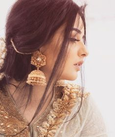 Add a little glam to your Indian wedding outfit by wearing these chic earrings. You can pair these trendy and classy earrings with any ethnic attire. OTT earrings will surely take your reception/haldi/mehndi/wedding outfit a notch higher. Indian Jewelry Earrings, Fancy Jewellery, Bridal Jewelry, Jhumki Earrings, Jewlery, Indian Jewelry Sets, Fashion Jewellery, Fashion Fashion, Stylish Girls Photos