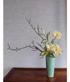 "Terra Flower School & Shop on Instagram: ""🌿Ikebana Lesson this week🌿 Style: Slnating style Heika 이케바나 수강생님의 작품입니다. . . #ikebanaworkshop #ohararyu #ikebana #小原流 #いけばな #生け花 #瓶花 #花艺…"" Contemporary Flower Arrangements, White Flower Arrangements, Ikebana Flower Arrangement, Cylinder Vase, Japanese Flowers, Arte Floral, Landscaping Plants, Yellow Flowers, Flower Decorations"