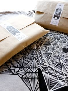 Ora Studio Store Era Ora Studio Store on Packaging of the World - Creative Package Design Gallery Shirt Packaging, Clothing Packaging, Simple Packaging, Label Design, Package Design, Black And White Stickers, Studio Logo, Studio Design, Packaging Design Inspiration