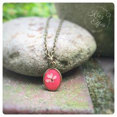 """Ketten kurz - Kettchen """"wilde Möhre"""" oval mini rot echte Blüte - ein Designerstück von Kiezelfen bei DaWanda"""