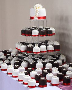 Mini Wedding Cakes with top cutting cake Cheap Wedding Cakes, Mini Wedding Cakes, Wedding Cake Photos, Amazing Wedding Cakes, Wedding Cakes With Cupcakes, Unique Wedding Favors, Wedding Desserts, Mini Desserts, Mini Cakes