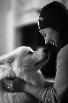 A women and her love.... - My dear wife Åsa when she meet the second love of her life a samojed dog. Just look at them, that is pure love and happiness. A little show so that you all dont think i only shoot women in lingerie....;) Have a great weekend. Cheers P-A