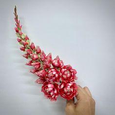 Flower Ornaments, Flower Garlands, Hand Flowers, Braids For Long Hair, Flower Designs, Flower Art, Floral Arrangements, Thai House, Bloom