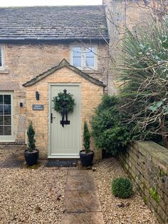 Christmas time in the Cotswolds . stay at Peony Cottage. romantic hideaway for couples. Country Front Door, Cottage Front Doors, Cottage Porch, Cottage Exterior, Cottage Homes, Cottage Renovation, House Renovations, Kitchen Renovations, House Remodeling