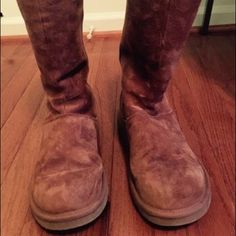 UGG knightsbridge boots GUC...pretty much clean no damage, tears, inside fur is clean. On side it has dots i think it's water pic shown. Other than that they are in really good condition. Size 9 UGG Shoes Winter & Rain Boots