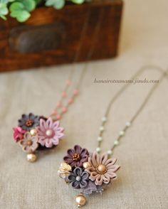 秋色でネックレスを作りました。 チェーンは取り外し可能で、クリップブローチが付いてるので3way仕様です♪ #つまみ細工 #乙女花展 #ネックレス Kanzashi Flowers, Diy Flowers, Fabric Flowers, Ribbon Crafts, Felt Crafts, Diy And Crafts, Brooch Boutonniere, Japanese Flowers, Ribbon Hair Bows
