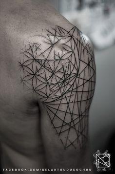 Nikos tattoo Paris; De l'art ou du cochon; graphic tattoo; abstract geometric tattoo
