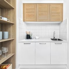 Are the kids raiding your pantry this school holidays? There's nothing like a walk in pantry, to keep you well stocked for the hungry kiddies 🏃🤸♀️ Walk in pantries come standard in a wide range of our designs. To view our home designs click the link #homeinspo #displayhome #Homebuilder #displayhomensw #homebuilding #dreamhome #newhome #displayhome #displayhomes #newhomebuilder #newhomeinspo #newhomedesign #homedesign #luxuryhome #newhomebuilding #familyhomedesign #knockdownrebuild Hudson Homes, New Home Builders, Display Homes, Butler Pantry, Pantries, New Home Designs, School Holidays, Walk In Pantry, Home Collections