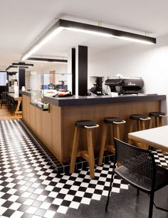 Craft cafe in Paris - By POOLst like the color mix... black & white, wood brown and chocolate!