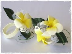 Wrist Corsage - here u can see the backside