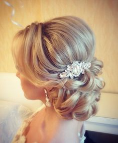 Featured Hairstyle: tonyastylist (Tonya Pushkareva) instagram.com/tonyastylist; Wedding hairstyle idea. #weddinghairstyles
