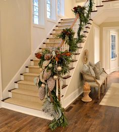 Wow, that garland is gorgeous! Love it! The 2013 Atlanta Homes |