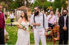 Como gastei menos de 5 mil reais no casamento dos meus sonhos! 1 Wedding Dresses, 1, Look, Wedding Budgeting, Budget Friendly Weddings, Wedding Script, Mariage, Lady, Outside Wedding
