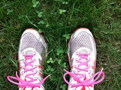 11 augustus 2015. Vanmorgen ging ik vroeg naar het bos om te gaan hardlopen. En dat was heerlijk. De lauwwarme lucht tegen mijn blote huid. De stilte. Het zweten. Ondanks dat het rennen zelf niet optimaal ging, heb ik genoten!