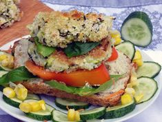 Húshelyettesítők Izu, Salmon Burgers, Quinoa, Curry, Ethnic Recipes, Food, Turmeric, Curries, Essen