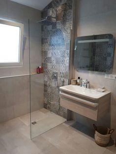 The post Mur Mur appeared first on Anime Teulia. Bathroom Tub Shower, Laundry In Bathroom, Small Bathroom, Bad Inspiration, Bathroom Inspiration, Modern Bathroom Design, Bathroom Interior Design, College Bathroom Decor, Home Room Design