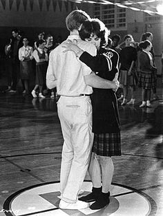 Ron Howard hugging Cindy Williams while dancing in a scene from the film 'American Graffiti', Get premium, high resolution news photos at Getty Images Teen Movies, Good Movies, The Cooler Movie, Cindy Williams, American High School, American Life, Graffiti Styles, Graffiti Art, American Graffiti