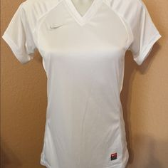 NWOT Dri-fit top Great top by Nike in new condition Nike Tops Tees - Short Sleeve