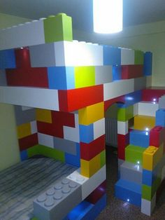 Lego-themed bedroom ideas – The Owner-Builder Network Boys Lego Bedroom, Boys Bedroom Decor, Bedroom Themes, Boy Room, Bedroom Ideas, Bedroom Stuff, Legos, Casa Lego, Rooms Ideas