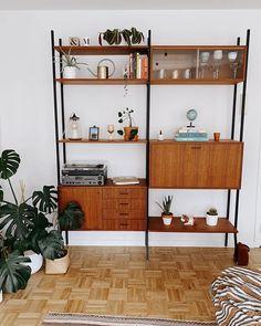 Marlous - lastdaysofspring.com (@lastdaysofspringblog) • Instagram-foto's en -video's Shelving, Romance, Interior, Inspiration, Instagram, Home Decor, Photos, Shelves, Romance Film
