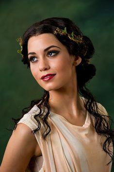 Römisches Make-up 1 Greek Makeup, Greek Goddess Makeup, Greek Goddess Costume, Greek Goddess Hairstyles, Grecian Hairstyles, Roman Hairstyles, Ancient Greece Fashion, Greek Hair, Greek Dress