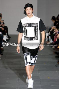 Hong Jong Hyun at KYE, Seoul Fashion Week S/S 2014 shot by Angelo Shin Hong Jong Hyun, Seoul Fashion, Korean Model, Jonghyun, Sporty, Tops, Style, Swag, Outfits