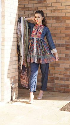 summar dressing Pakistani Dresses Casual, Pakistani Dress Design, Dress Indian Style, Indian Outfits, Frock Fashion, Fashion Dresses, Stylish Dresses, Casual Dresses, Kurta Style