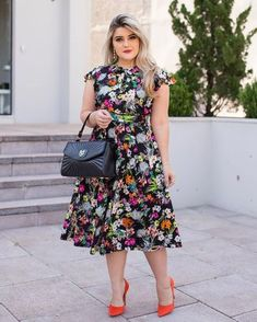 43 lovely floral skirt dresses outfits ideas for spring 2019 Skirt Outfits, Dress Skirt, Dress Up, Casual Chic Style, Plus Size Dresses, Plus Size Fashion, Ideias Fashion, Fashion Dresses, Short Sleeve Dresses