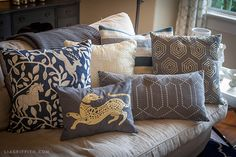Navy and Gold. My two new favorite colors for my Fall Living room decor.