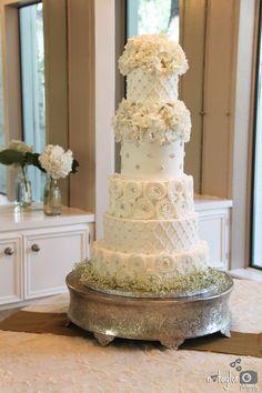 @ Casa Blanca, Round Rock, TX, round wedding cake, buttercream iced, edible pearls, hydrangea flowers, 5 tier cake