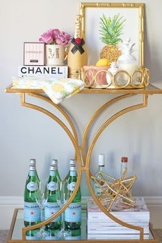 Bar Cart Ideas - There are some cool bar cart ideas which can be used to create a bar cart that suits your space. Having a bar cart offers lots of benefits. This bar cart can be used to turn your empty living room corner into the life of the party. Home Bar Decor, Bar Cart Decor, Mini Bars, Bar Cart Essentials, Le Living, Living Room, Condo Living, Home Bar Areas, Bar Refrigerator