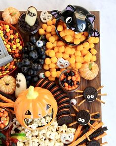 Create at Spooky Snack Board for Halloween that is sure to get all the ghosts and goblins excited! Dulces Halloween, Cute Halloween Treats, Halloween Baking, Halloween Dinner, Halloween Goodies, Halloween Desserts, Halloween Food For Party, Holidays Halloween, Halloween Themes