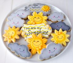 12 vegan You Are My Sunshine themed sugar cookies. How cute is this song? Whats even cuter are these adorable themed sugar cookies. Galletas Cookies, Baby Cookies, Baby Shower Cookies, Iced Cookies, Cute Cookies, Royal Icing Cookies, Birthday Cookies, Cupcake Cookies, Sunshine Cookies