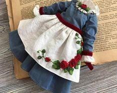 Vintage outfit with floral embroidery for Blythe doll Embroidered Roses, Silk Ribbon Embroidery, Floral Embroidery, Hand Embroidery, Baby Dress Design, Pink Faux Fur, Fabric Dolls, Festival Outfits, Blythe Dolls
