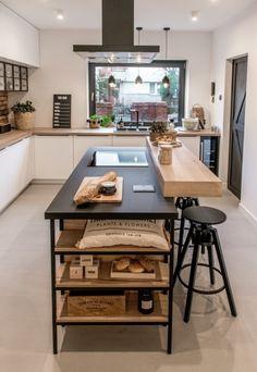 Drewniana wyspa kuchenna z czarnym blatem - Lovingit. Open Plan Kitchen Living Room, Kitchen Room Design, Modern Kitchen Design, Interior Design Kitchen, Diy Kitchen, Kitchen Decor, Küchen Design, House Design, Modern Kitchen Cabinets