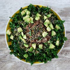 This is one of the easiest salads ever! The kale/avocado squeeze it's perfect and the quinoa Sans Gluten Ni Lactose, Co Working, Kale Salad, Easy Salads, Palak Paneer, Avocado Toast, Quinoa, Zucchini, Brunch