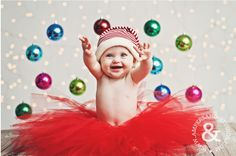 Este bebê que está super animado para o Natal: | 29 Babies Who Totally Nailed Their First Christmas Photo Shoot