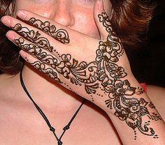 Diseños de tatuajes de henna para manos: Tatuaje de henna para manos