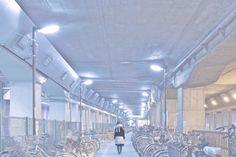 "look ""bleue du métro"" #02 (photography by Yukihiro Yoshida) http://digianalogue.com/photoblog/archives/2010/02/look_bleue_du_metro_02.php"
